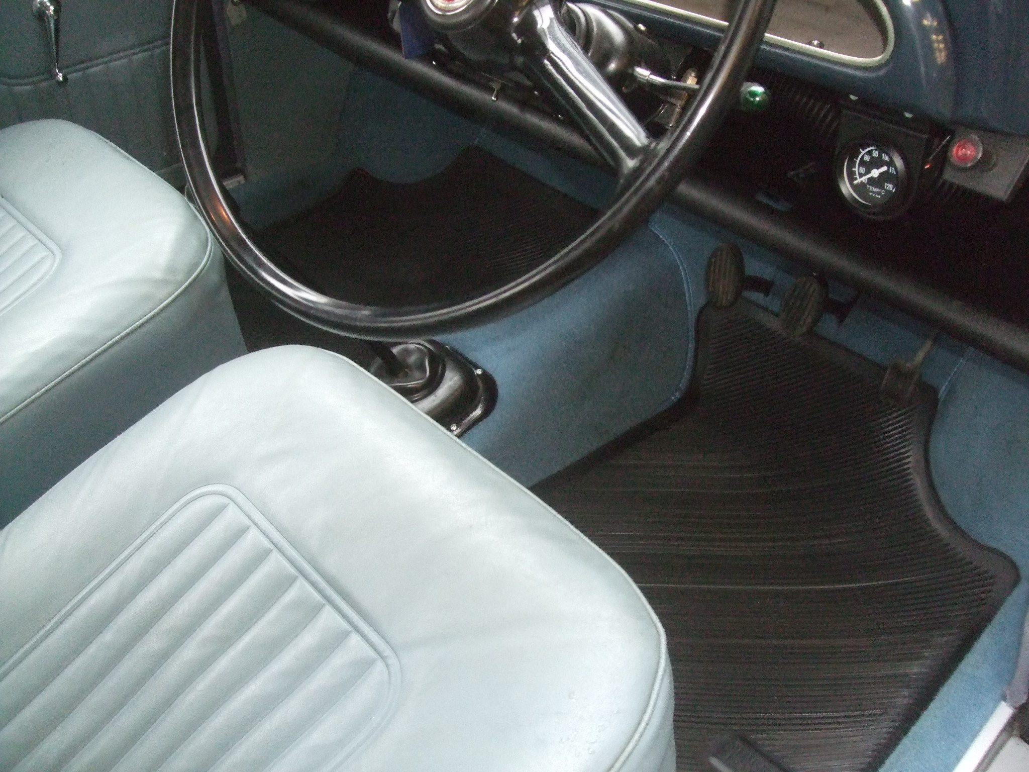 1971 trafalgar blue 2 door saloon light blue interior trim charles ware 39 s morris minor centre. Black Bedroom Furniture Sets. Home Design Ideas