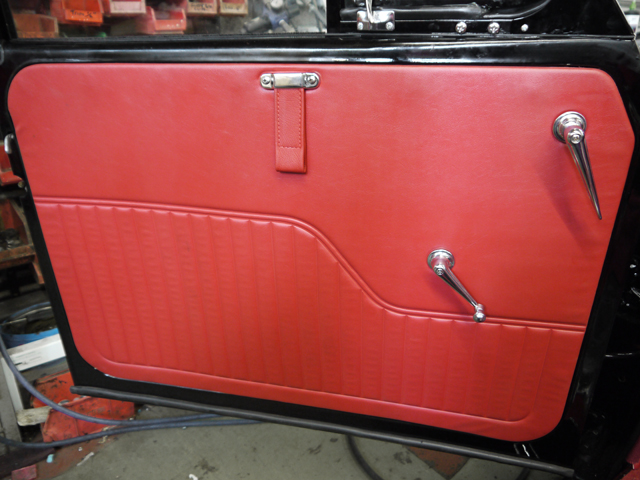 55ca11ab22007-door-trim-red-sm