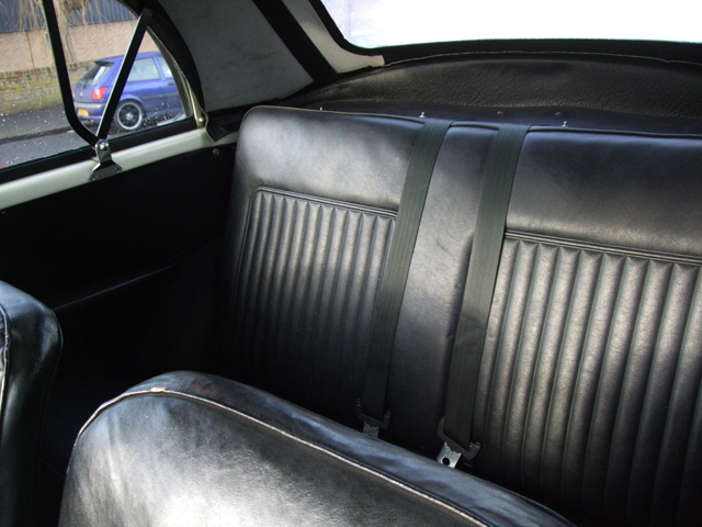 55ca113758ec3-black-back-seats